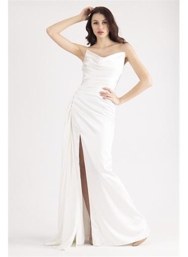 Belamore  Ekru Straplez Drapeli Detaylı Yırtmaçlı Saten Kumaş Abiye&Mezuniyet Elbisesi 1607209.147 Ekru